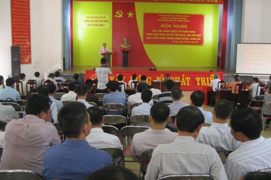 Ảnh chào mừng Đại hội Đảng bộ Trường Cao đẳng Giao thông vận tải Trung ương V lần thứ XV, nhiệm kỳ 2020-2025
