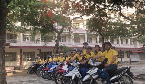 Đội Thanh niên tình nguyện sẵn sàng hỗ trợ đón Phụ huynh và Tân HSSV khóa 2019 tới trường nhập học